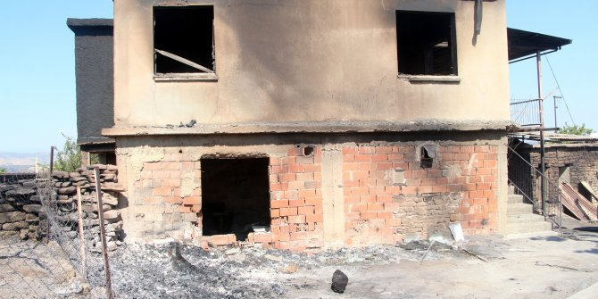 Çalışıp para biriktirerek yaptırdığı 25 yıllık evi orman yangınındakül oldu