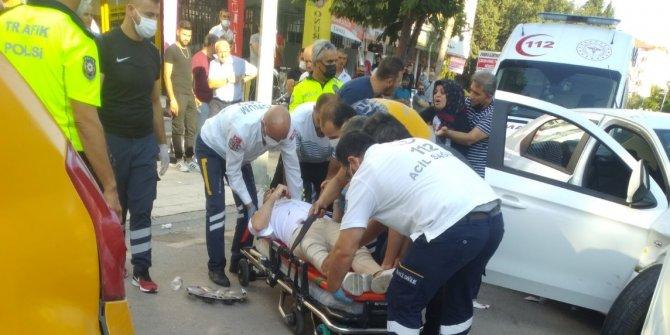 Zincirleme kazada 5 yaralıya ilk müdahaleyi yoldan geçen sağlıkçı yaptı