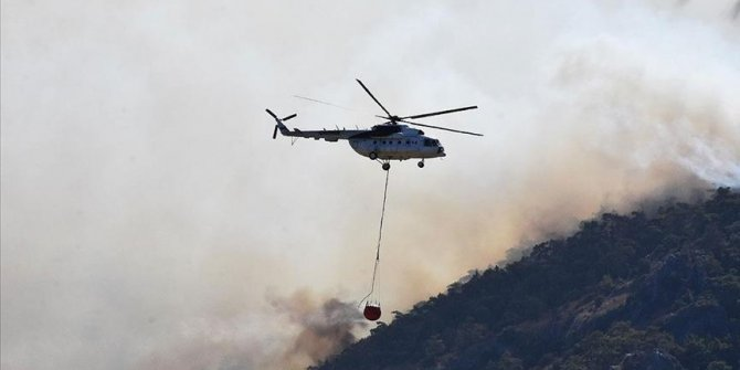Firefighters battling to contain wildfires in SW Turkey