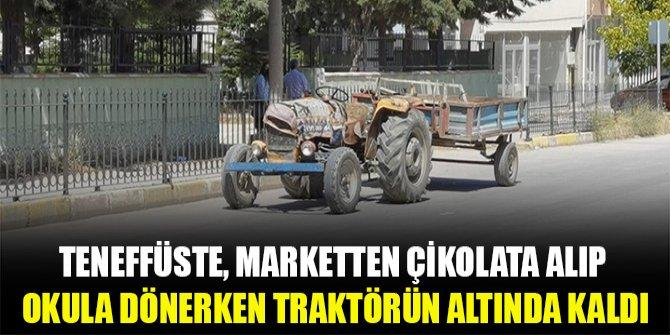 Teneffüste, marketten çikolata alıp okula dönerken traktörün altında kaldı