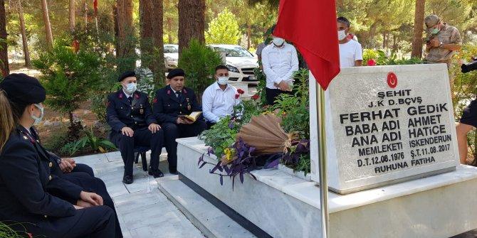 Eren Bülbül ile birlikte şehit olan Astsubay Ferhat Gedik mezarı başında anıldı