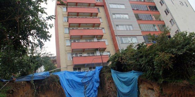 7 katlı bir bina çökme tehlikesine karşı boşaltıldı