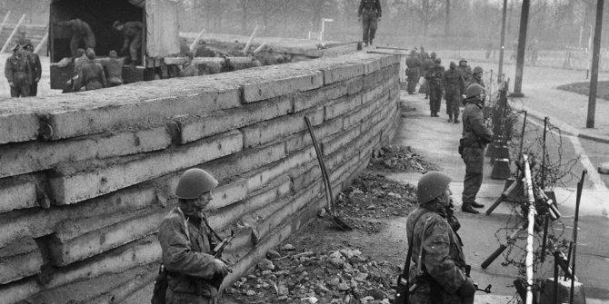 Berlin Duvarı'nın temeli atıldı