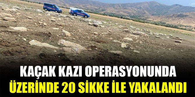Kaçak kazı operasyonunda üzerinde 20 sikke ile yakalandı