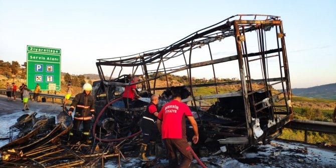 Eşya yüklü kamyonet yanarak kül oldu