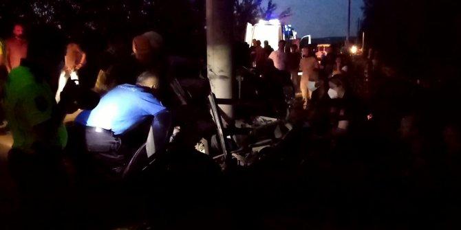 Direğe çarpan otomobil ikiye bölündü; sürücü öldü