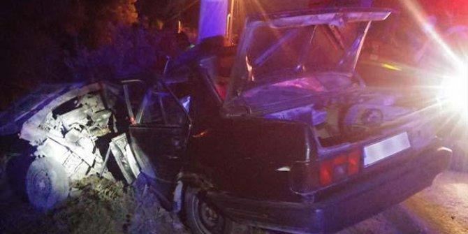 Direğe çarpan otomobilin sürücüsü öldü