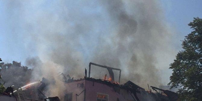 Tarihi evde yangın