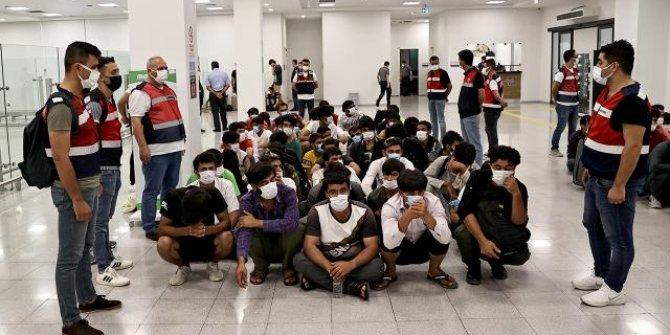 13 bini Afgan, 37 bin düzensiz göçmen sınır dışı edildi