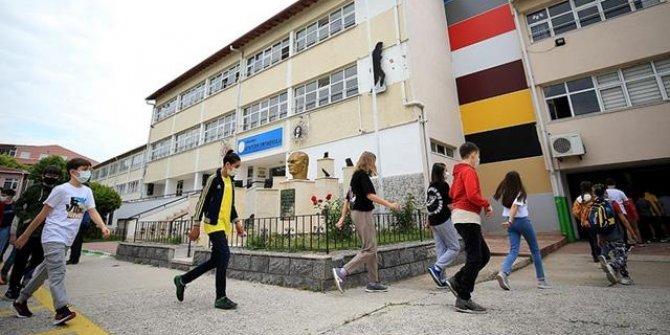 Okul binalarına girişte maske kutuları hazır olacak