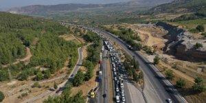İzmir'deki kazada alev alan otomobilde ölen 4 kişinin cenazeleri Balıkesir'de defnedildi