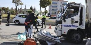 Oomobiliyle park halindeki kamyona çarpan doktor hayatını kaybetti