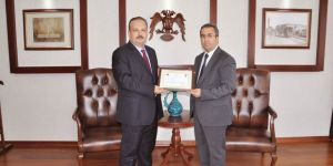 Konya Emniyet Müdürü Demir'e başarı belgesi