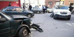 Kaza yaptığı otomobille kaçarken 14 araca zarar verdi