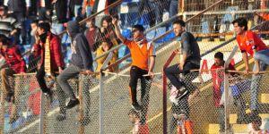 Adanaspor - Konyaspor maçında büyük olaylar çıktı!