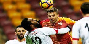 Lukas Podolski'den olay hareket!
