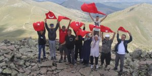 Beyşehir'de doğaseverler şehitler anısına dağa tırmandı