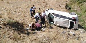 Manisa'da otomobil devrildi: 3'ü ağır, 5 yaralı