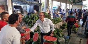 Başkan Kavuş, pazar esnafları ve vatandaşlarla buluştu