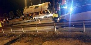 Büyükçekmece'de servis midibüsü devrildi: 5 yaralı