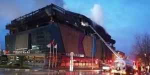 Kocaeli'de bir AVM'de çıkan yangın söndürüldü