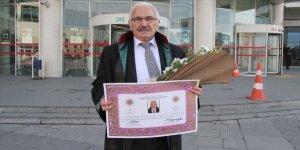 70 yaşında çocukluk hayalini gerçekleştirip avukat oldu