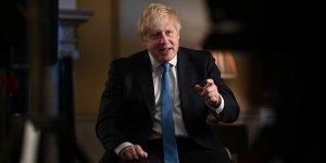 İngiltere Başbakanı Johnson geceyi hastanede geçirdi