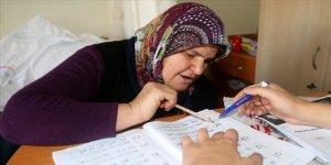 Şifa buldukları merkezde okuma yazma da öğreniyorlar