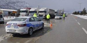 Konya-Antalya karayolunda trafiğe tipi ve don engeli