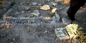 Esed güçleri, 9 yıl sonra muhaliflerden aldıkları yerleşimlerde mezarlıkları da yıkıyor