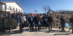 Başkan Akgül öğrencilerle sokaklarda çöp topladı