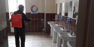 Hüyük'teki okullar koronavirüse karşı dezenfekte edildi