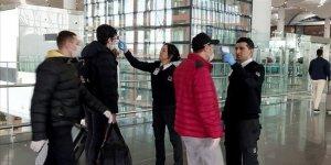 İstanbul Havalimanı'na gelenler ateşleri ölçülerek içeri alınıyor