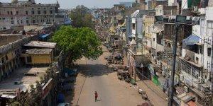 Hindistan'da koronavirüs salgını nedeniyle sokağa çıkma yasağı ilan edildi