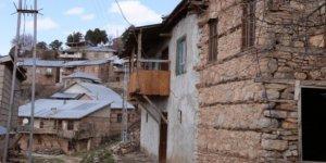 Yaş ortalaması 65'in üzerinde olan mahallede çıt çıkmıyor