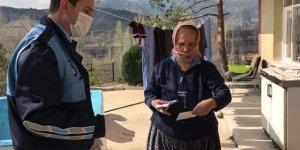Nallıhan'da sosyal yardımlar hak sahiplerine evlerinde teslim ediliyor