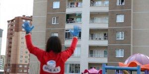 Kayseri'de evde kalan vatandaşlar eğitmenler eşliğinde spor yaptı