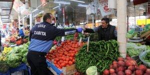 Sivas Belediyesi vatandaşlara maske dağıttı