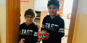 Küçük kardeşler biriktirdikleri 211 lirayı bağışladı