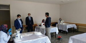 Seydişehir'de usta öğreticiler maske üretmeye devam ediyor