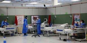 İran'ın Meşhed kentinde yaklaşık 100 sağlık personeli Kovid-19'a yakalandı