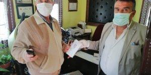 Sivas'ta mahalle muhtarları ücretsiz maske dağıtımına başladı