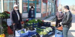 Ulaş Kaymakamı Akköz ve Başkan İlbey semt pazarını denetledi