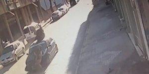 Konya'da motosiklet sürücüsü, çarptığı otomobilin tavanına düştü