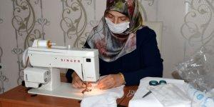 Kur'an kursu öğreticileri maske üretimi için seferber oldu