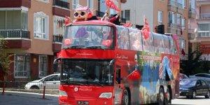 Keçiören Belediyesinden üstü açık otobüsle 23 Nisan konseri
