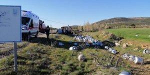 Isparta'da devrilen boş tüp yüklü kamyonun sürücüsü öldü