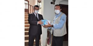 Nallıhan Belediyesi vatandaşlara ücretsiz maske dağıtıyor