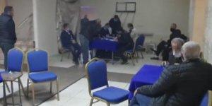Okey salonunda yakalanan 16 kişiye para cezası