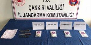 Çankırı'da kargoyla gelen uyuşturucuyu alan 3 kişi suçüstü yakalandı